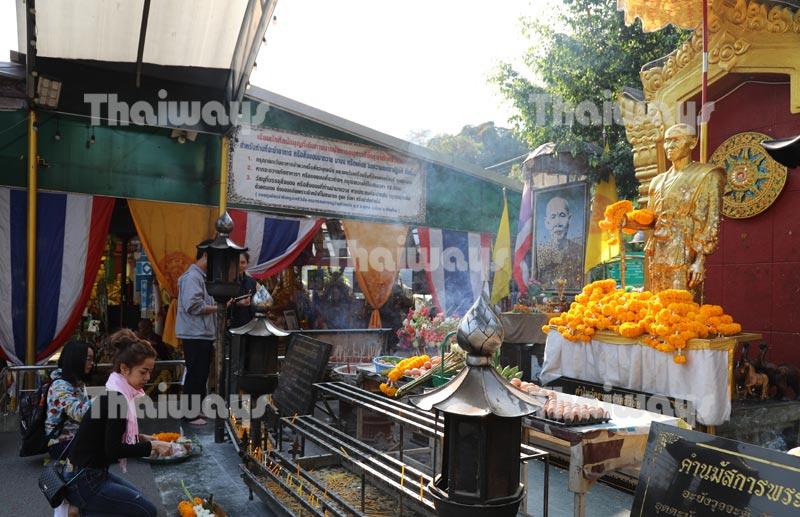 khruba-siwichai-monument-by-tw-03
