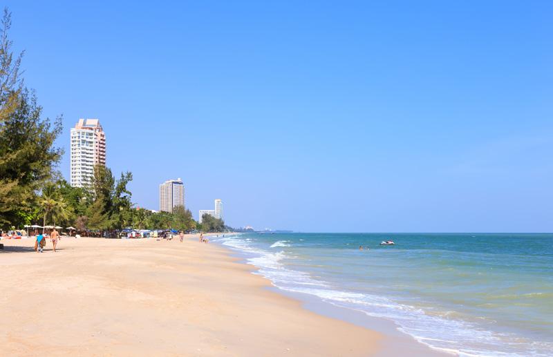 cha-am-beach-by-123-tw-01