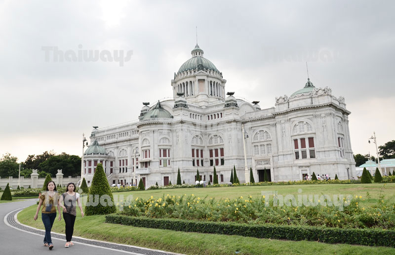 Click to enlarge image 01-tw-ananta-samakhom-throne-hall.jpg