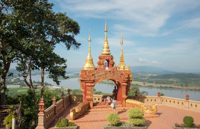 wat-that-doi-phu-khao-by-123-tw-01
