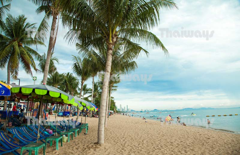 Click to enlarge image jomtien-beach-by-tw-01.jpg