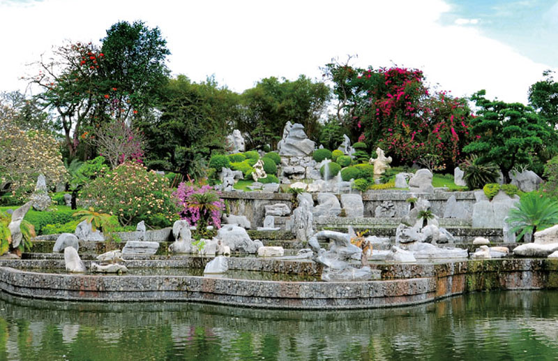 Click to enlarge image 01-thaistonepark.jpg
