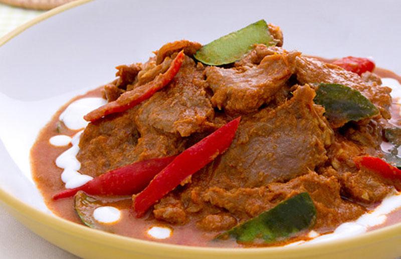 Kaeng Phanaeng (Meat in Coconut Cream)